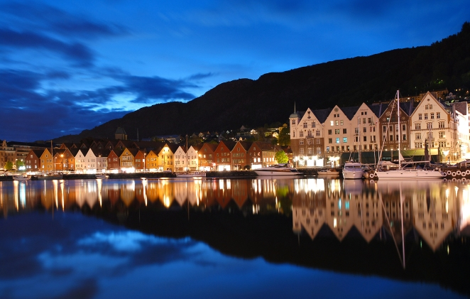 Bergen by night. Wikimedia Commons.