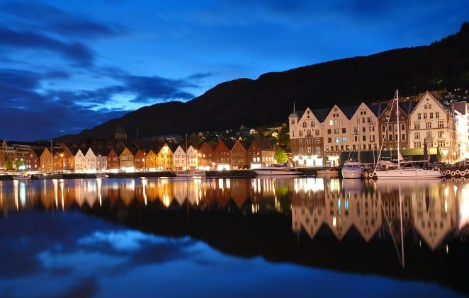 Bergen by night. Wikimedia Commons.