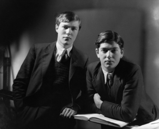 Esmond and Giles Romilly. Photo by Howard Coster, 1934. Courtesy of the National Portrait Gallery.