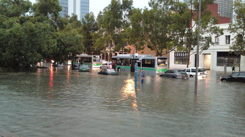 Storm_in_Perth_-_Cars_flooded (1)