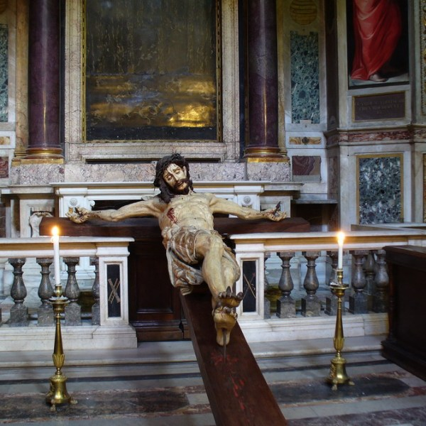 Jesus on the cross, Chiesa del Sacro Nome di Gesù, Rome