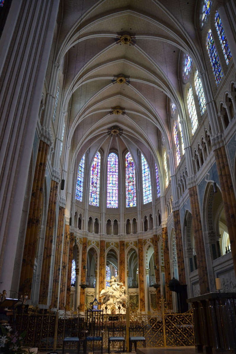 Chartres Cathedral, showing light from the clerestory windows illuminating the choir. Photograph by Marianne Casamance, under a creative commons license.